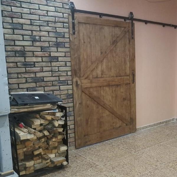 Дверь амбарная на рельсе лофт 07