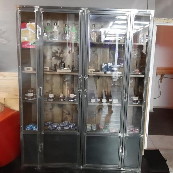 Шкаф стеклянный в стиле лофт 04