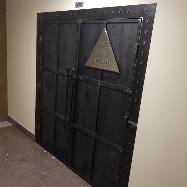Входные двери в стиле лофт распашные