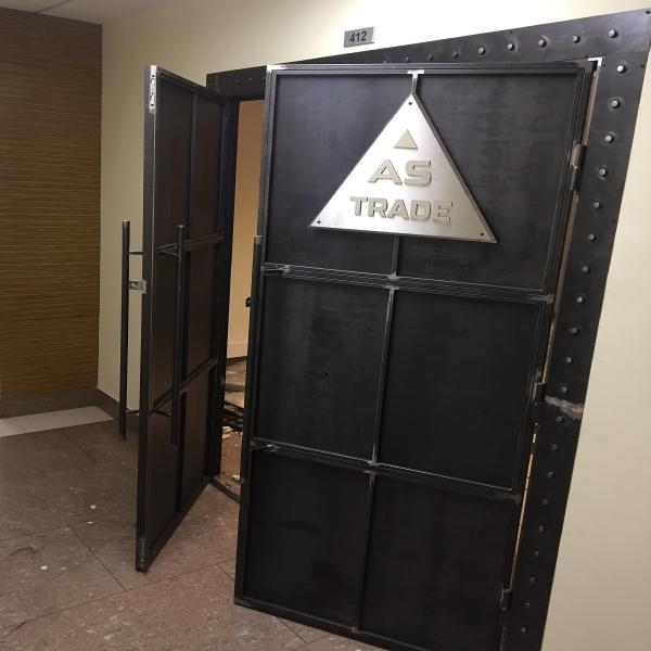 Входные двери в стиле лофт 03