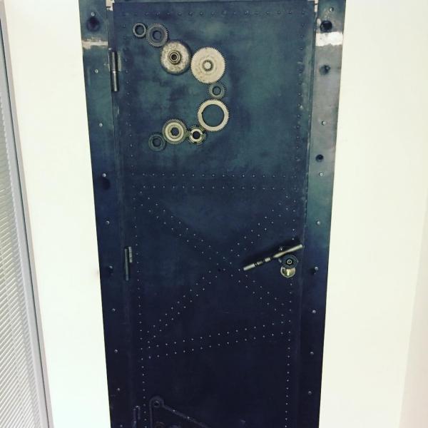 Входные двери в стиле лофт 02
