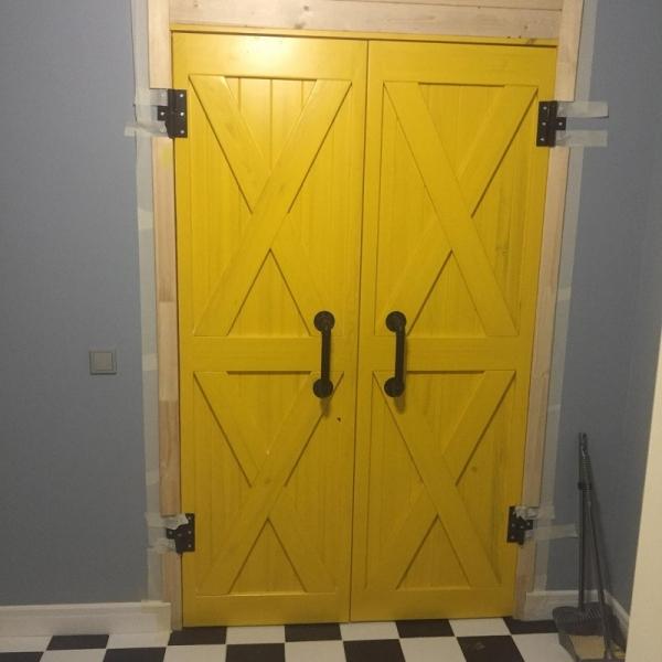 Дверь в стиле лофт двойная на кованых петлях
