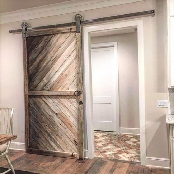 Дверь амбарная на рельсе лофт 06